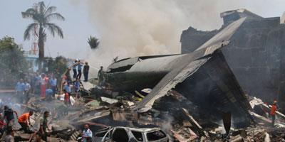 Crash d'un avion militaire en Indonésie: au moins 13 morts