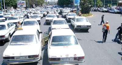 La marche revendicative des syndicats de taxis au Maroc, suspendue