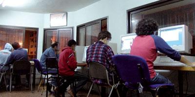 Les Marocains passent plus de 4 heures par jour sur Internet !