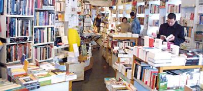 les libraires accusent les coles priv es qui vendent directement les manuels scolaires de. Black Bedroom Furniture Sets. Home Design Ideas