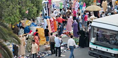Marchands ambulants au Maroc : Taxis et bus obligés de changer d'itinéraire!