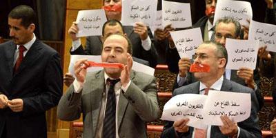 L'opposition proteste contre la décision d'arrêt de la diffusion TV des «droits d'informer»