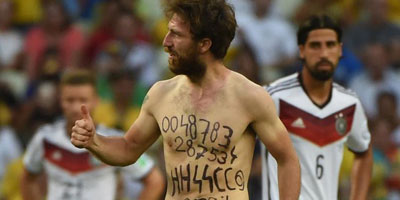 Un supporter néo-nazi sur une pelouse de la Coupe du monde ?