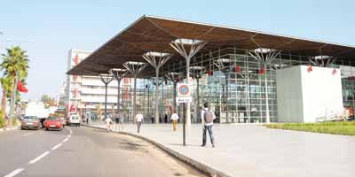 Sa Majesté le Roi inaugure la nouvelle gare ferroviaire de Casa-Port