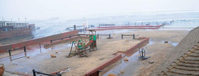 Casablanca : une forte houle cause d'importants dégà¢ts matériels au port et sur une partie de la Corniche