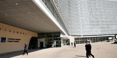 Déficit: Bruxelles voit encore Paris rater l'objectif de 3% en 2015