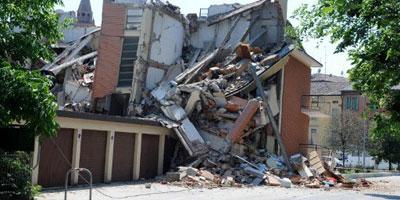 Séisme en Italie : le bilan s'alourdit à 15 morts