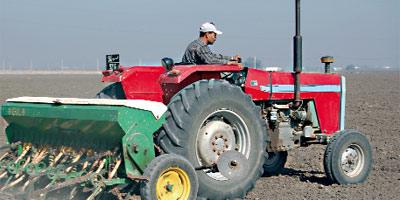 Matériel agricole : les tracteurs résistent, le petit outillage plonge