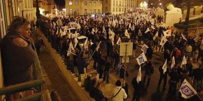 Portugal : des milliers de policiers en colère dans la rue