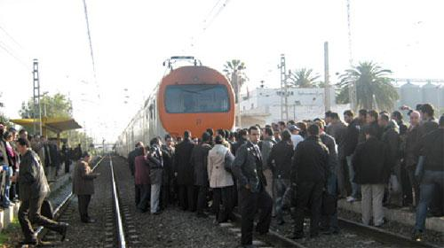 Retards des trains : le ras-le-bol des passagers et les explications de l'ONCF