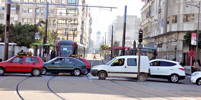 Après le lancement du tramway, les autorités de Casablanca se penchent sur le sort des taxis et des autobus