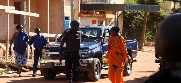 Prises d'otage à Bamako : Assaut de l'armée en cours, des dizaines de personnes libérées dont un Marocain