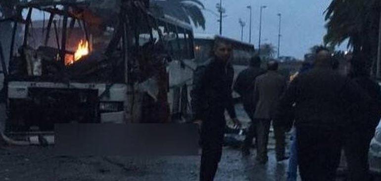 Vidéo : au moins 14 morts dans un attentat contre un bus en Tunisie
