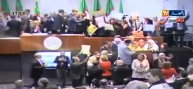 Vidéo : Scène de bagarre au Parlement algérien