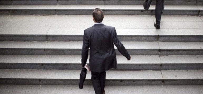 Mobilité : un dirigeant reste en moyenne quatre années et demie au même poste