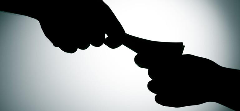 Arrestation de deux fonctionnaires de police pour leur implication présumée dans une affaire de corruption et d'extorsion