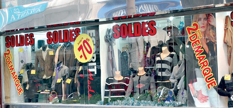 Soldes : grande affluence dans les magasins de prêt-à-porter