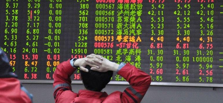 Les Bourses de Shanghai et Shenzhen suspendues après une chute de plus de 5%