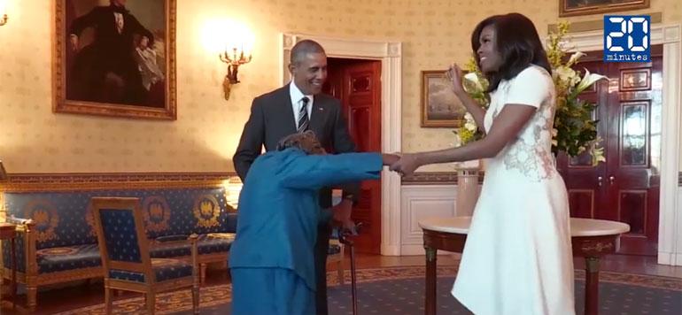 Une centenaire danse avec le couple Obama
