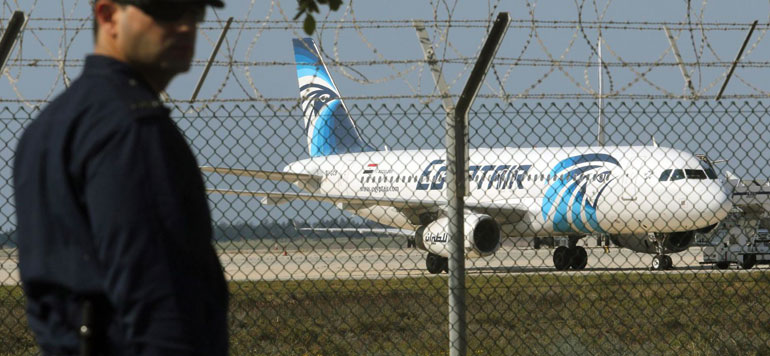 Avion détourné en Egypte : libération des passagers sauf l'équipage et 4 étrangers