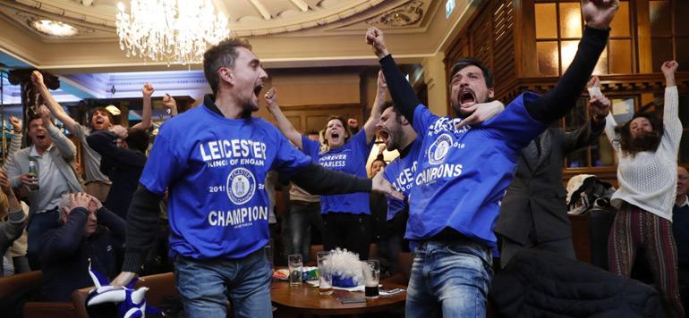 Football : Le petit poucet de Leicester champion d'Angleterre