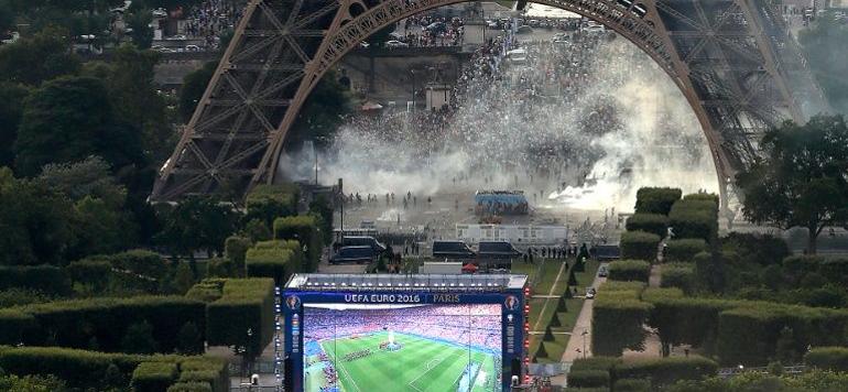 Euro 2016 : La tour Eiffel fermée lundi après des incidents