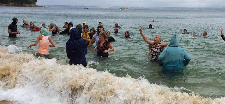 Interdiction du port du burkini en france solidaires - Interdiction du port du voile en france ...