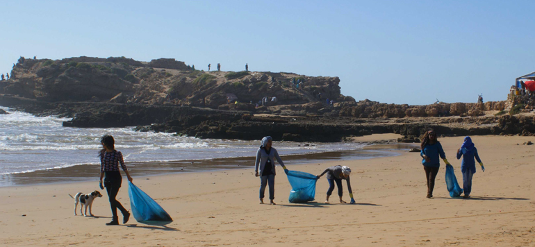 Agadir : associations et entreprises se mobilisent pour le nettoyage de la plage d'Imourane