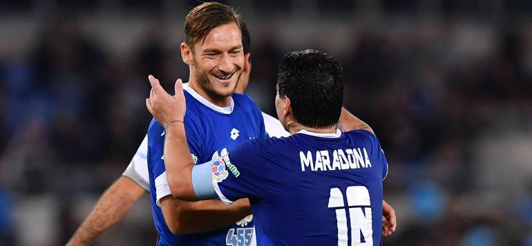 Italie : Maradona, Ronaldinho et Totti réunis sur un terrain