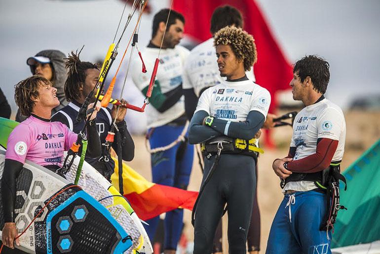 kitesurfeurs-du-monde-en-competition-a-dakhla2