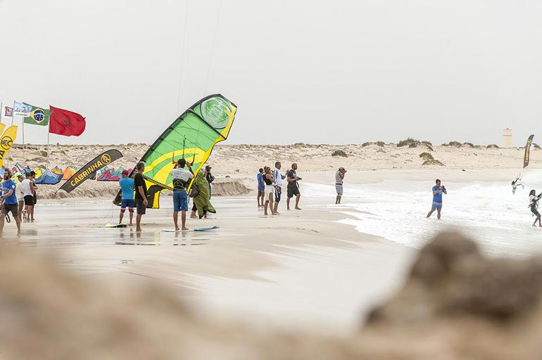 kitesurfeurs-du-monde-en-competition-a-dakhla3
