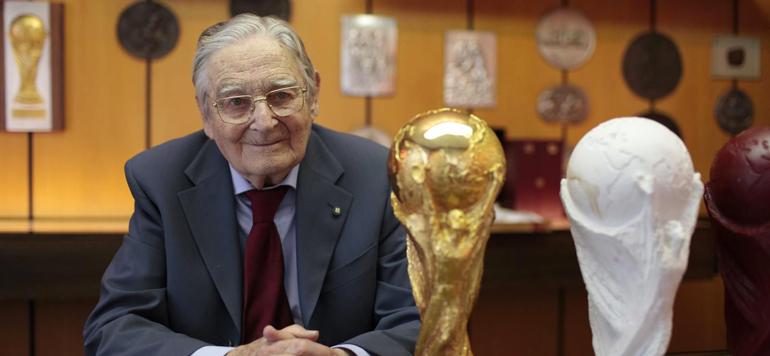Football : Le créateur du trophée de la Coupe du monde est décédé