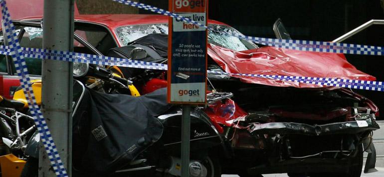 Australie : Une voiture fonce dans la foule à Melbourne