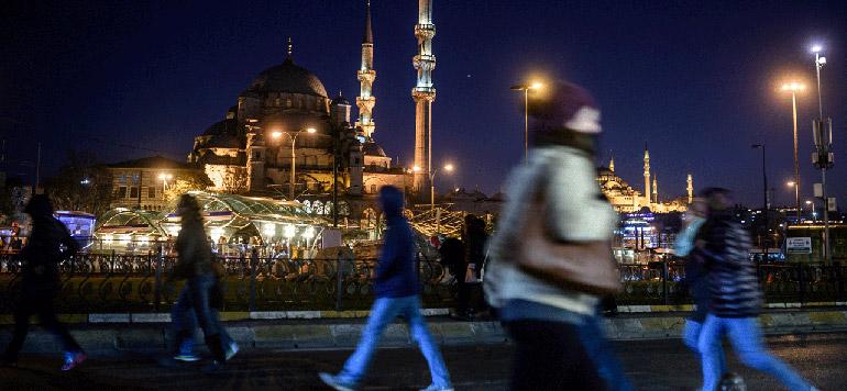 Turquie: La livre reprend des couleurs