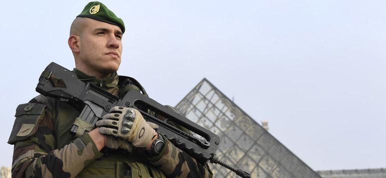 Paris : Un militaire agressé au Carousel du Louvre