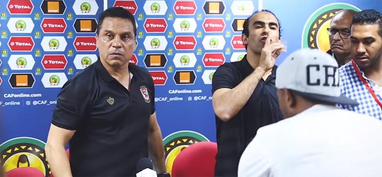 Vidéo : la colère de l'entraineur d'Al Ahly à cause du micro de Bein