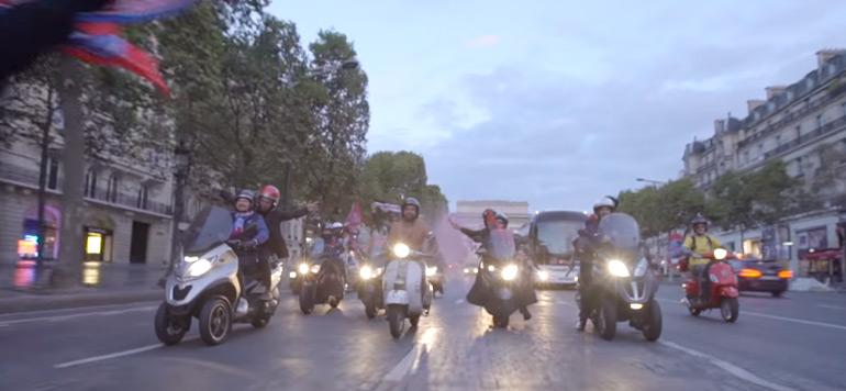 Vidéo-Paris : Nu sur son scooter, après la signature de Neymar et Mbappé