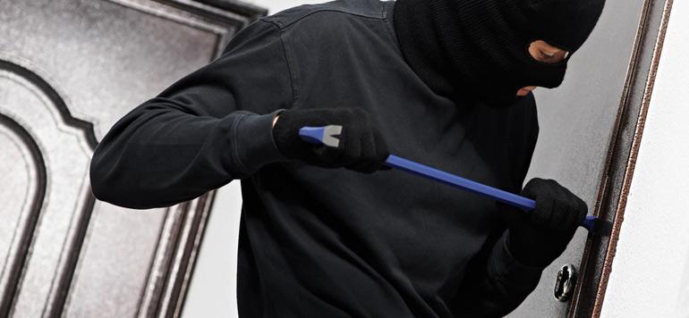 Insolite : Un voleur appelle la police à la rescousse après s'être coincé en plein cambriolage