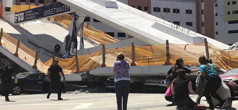 Floride: l'effondrement d'un pont piétonnier sur une autoroute fait plusieurs morts