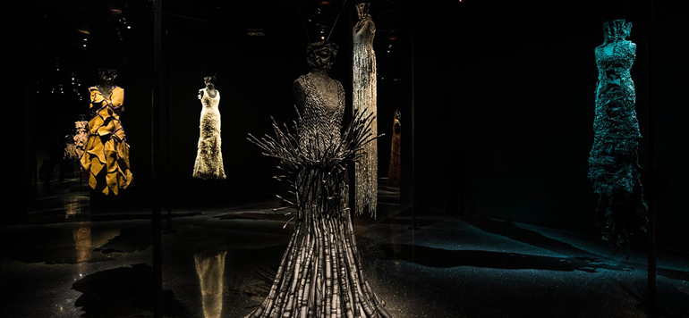 Les robes sculptures de Noureddine Amir