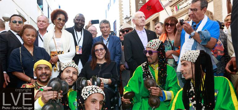 En images. Festival Gnaoua : Une place Moulay El Hassan métissée, colorée et enflammée