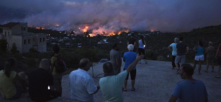 Grèce : Au moins 50 morts dans de violents incendies
