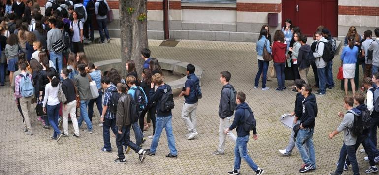 France : l'interdiction du téléphone portable dans les écoles et les collèges effective dès la rentrée