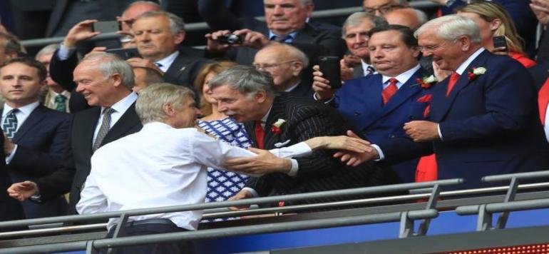 Angleterre : Vers une acquisition à 100% d'Arsenal par l'Américain Kroenke