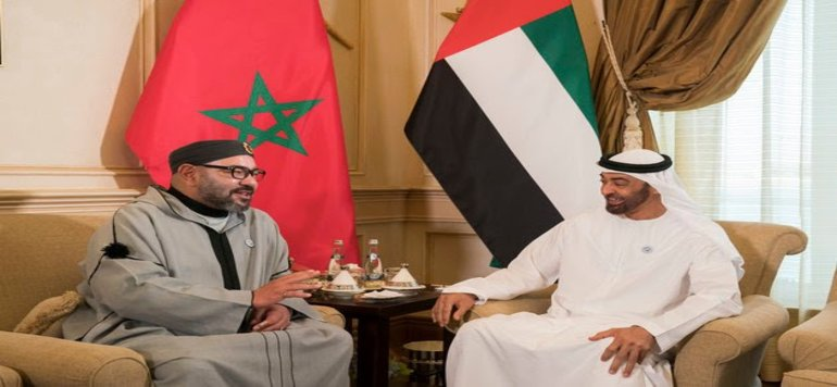 Le Roi Mohammed VI rencontre Cheikh Mohamed Ben Zayed à Abu Dhabi