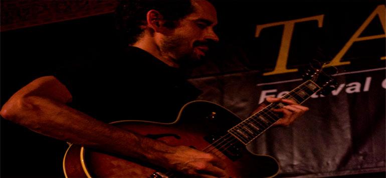 «Je vois la guitare comme un instrument libre de voyager entre les styles»