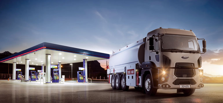 Ford lance son premier camion « Ford Trucks 3233S HR »