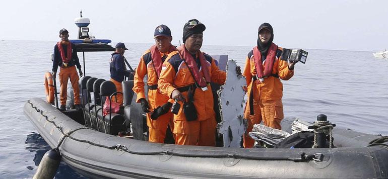 Crash d'avion en Indonésie : une boîte noire retrouvée