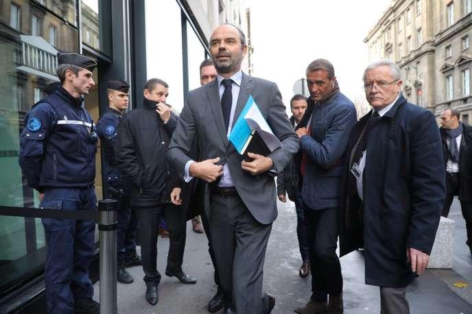 «Gilets jaunes» : le gouvernement français lâche du lest